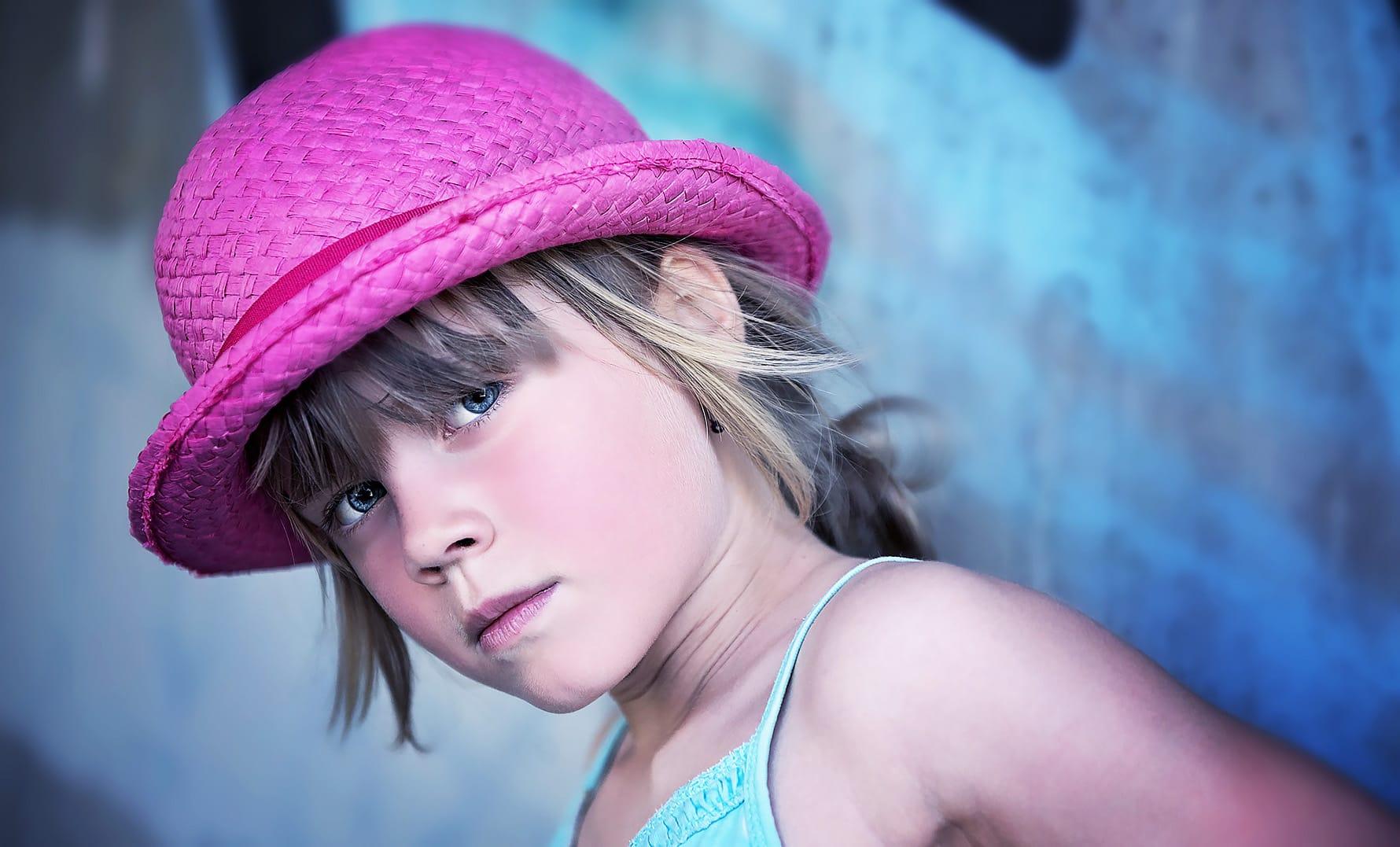 frajerka z očarljivim klobukom