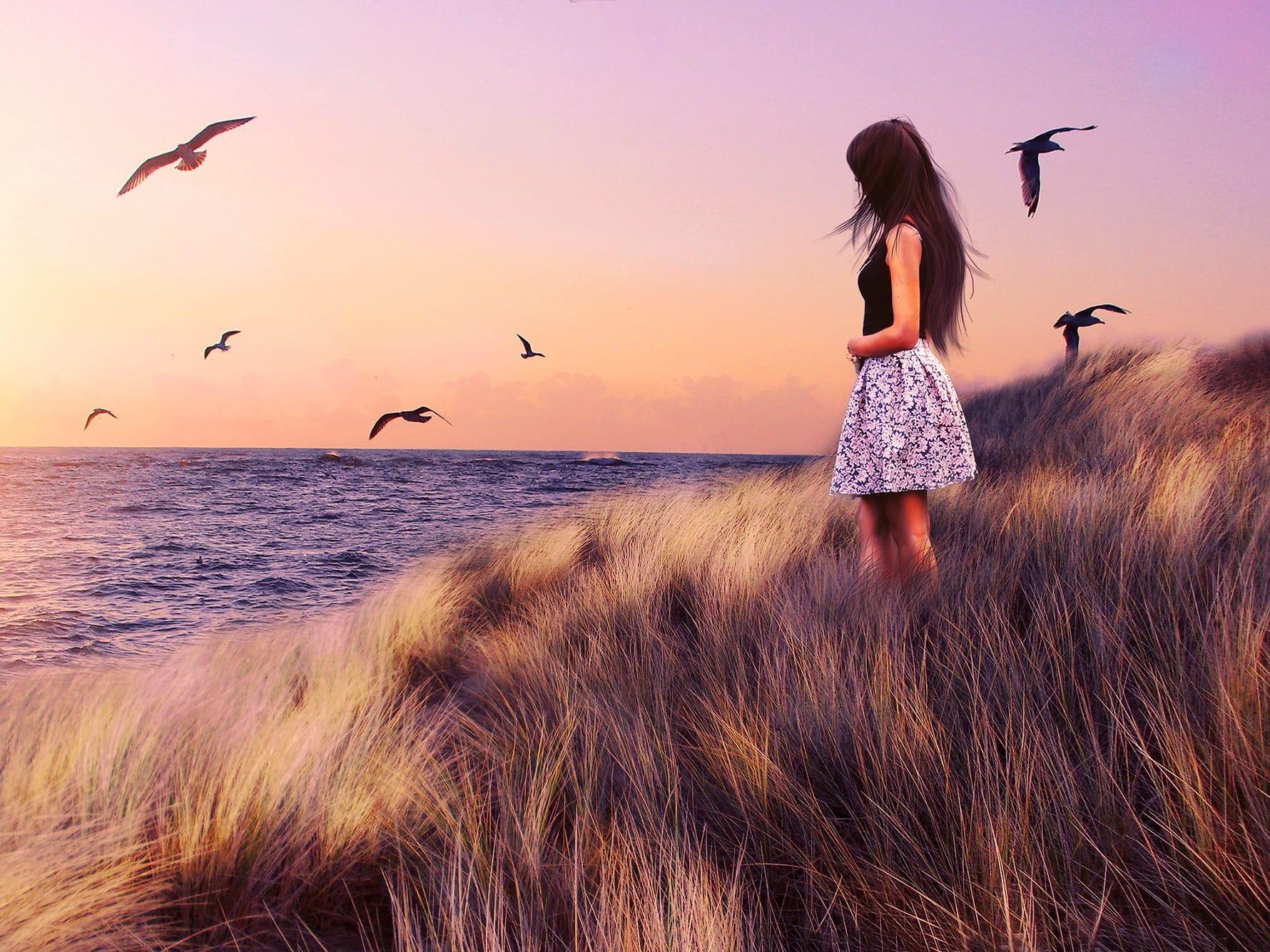 morje, galebi in mlada dama